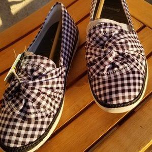 Back and white Baretrap shoes